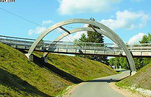 Рис. 2. Пешеходный мост на основе ДКК