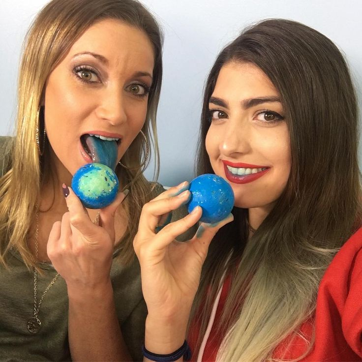 Totally got distracted from filming with @rclbeauty101 when we got these beautiful blue jawbreakers! #blueballs