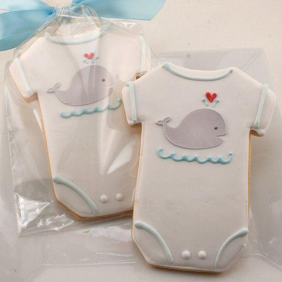 Galletas decoradas con glasa para Baby Shower o Bautizo. Body de bebé. Ballena.