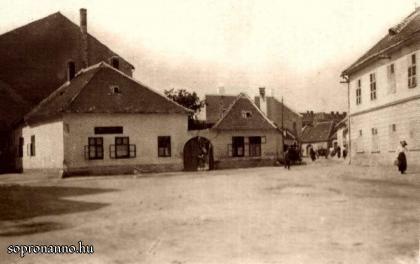 Ógabona tér 48. ház az 1900-as évek első évtizedeiben (Képes Dunántúli Tárogató - saját példány)