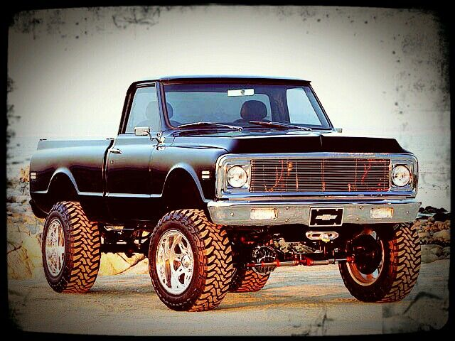 Gotta love dem old lifted chevy's