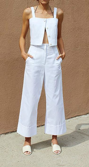 This culotte white set looks so relax in, i want to wear it on holiday