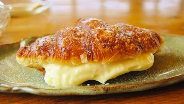 The Dosant - deep-fried croissants rolled in sugar, filled with vanilla custard and sprinkled with chocolate nibs @BBC Travel