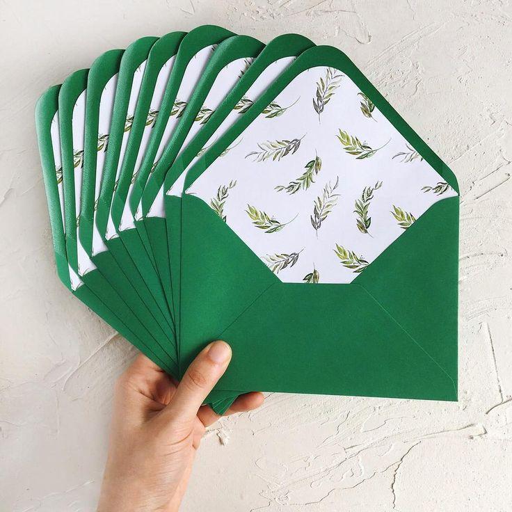 © PAPIRA invitatii de nunta personalizate // Here are some cute envelopes part of a greenery wedding suite. #papiradesign #papirainvitations #invitatiidenunta #invitatiinunta #weddinginvitations