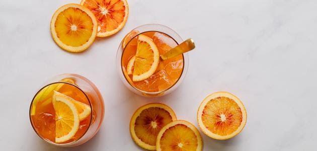 البرتقال يعد البرتقال من أكثر الفواكه الشعبية والمفضلة لدي الجميع لما يتميز به من المذاق الرائع وتسمى أيضا البرتقا In 2020 Vodka Cocktails Simple Syrup Lemon Cocktail
