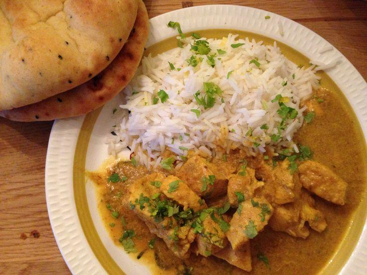 En deilig smaksrik indisk rett som passer for hele familien! Herlig mør kylling i en akkurat passe krydret saus! Serveres med en god salat, ferske nanbrød og en god raita, så har du den perfekte indiske middagsretten. Passer både til hverdag og fest!
