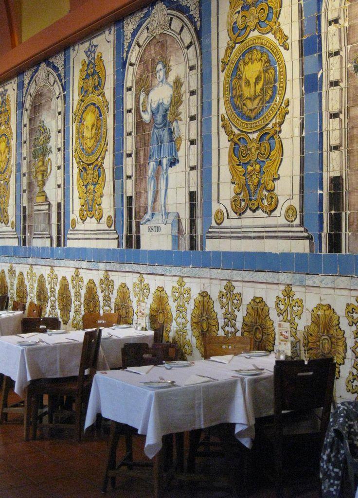 Cervejaria de Trindade  Lisbon  Portugal, encontra-se um dos mais famosos restaurantes da capital, a Cervejaria Trindade, com os seus magníficos azulejos do século XVIII.