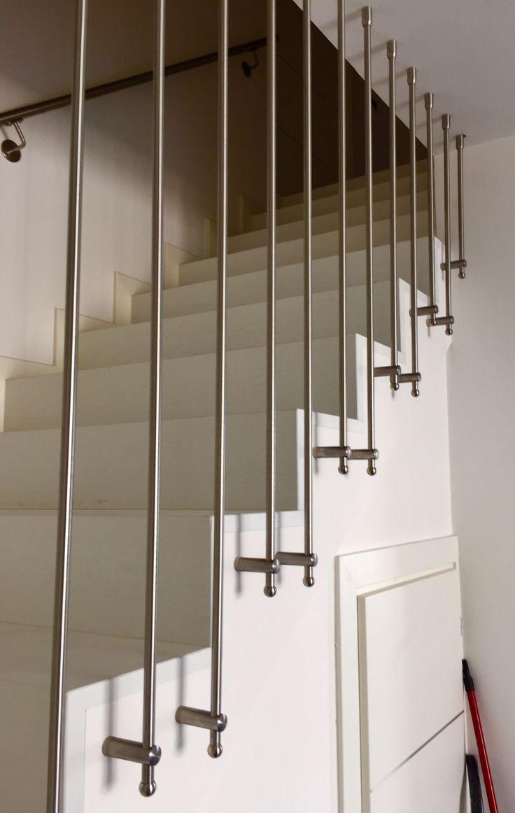 Oltre 25 fantastiche idee su parapetto scala su pinterest for Lampadari per vani scale