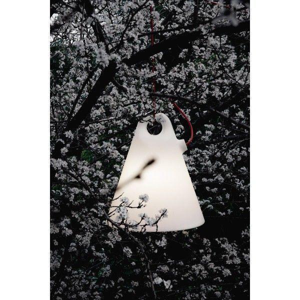 Martinelli Luce Trilly 27 hanglamp. Laat de zomer maar komen met deze outdoor-lamp van @martinelliluce #Martinelliluce #verlichting #hanglamp #lampen #tuin #tuinverlichting #design #designverlichting #Flinders