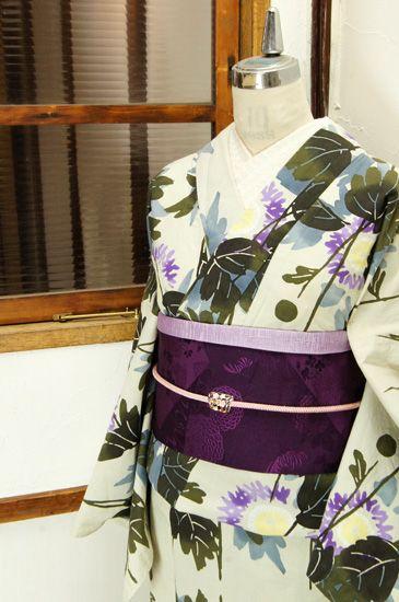 紫のはなびら美しい花模様が揺らぎ縞のように染め出された注染レトロ浴衣です。 #kimono