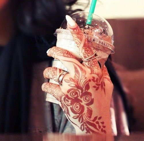 Image via We Heart It https://weheartit.com/entry/144945543/via/16310433 #henna #starbucks #mahendi #emirati #emiratihenna #arabichenna