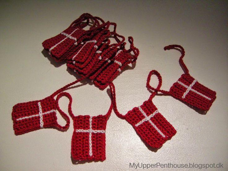 Hvad er et juletræ uden en flagranke ?! - jo, det er vel det samme som toast uden ost, el. havregryn uden mælk !   Dannebrog flagr...