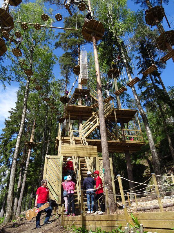 Seikkailupuisto Huipun alaradat kohoavat jopa 18 metriin.