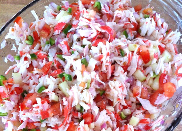 Ceviche de jaiba: 1 lb imitation crab meat, 1 large tomato, diced 1/2 red onion, chopped 1/3 bunch cilantro, 1-2 jalapeños, juice of 4 limes, tapatio