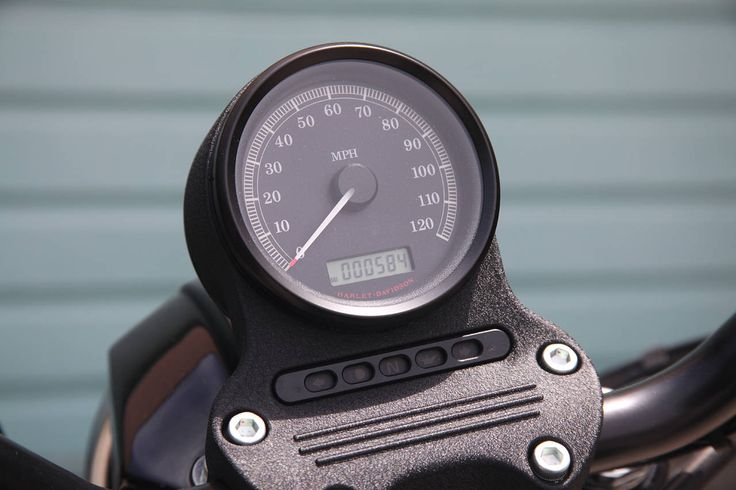Harley-Davidson Iron 883 speedo | NewsAutorev.com | Pinterest | Harley davidson, Iron reviews ...