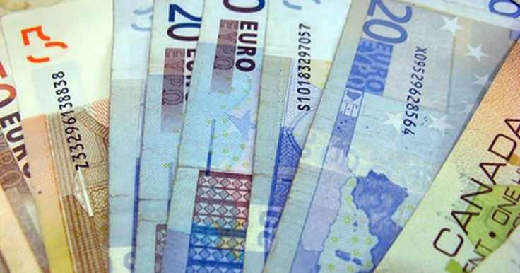 Cómo saber el valor de una moneda extranjera. Cada moneda extranjera tiene un valor diferente comparado a los dólares estadounidenses. La cantidad de una moneda que equivalga a un dólar es el tipo de cambio de moneda extranjera. El tipo de cambio también puede conocerse cuando la tasa de cambio muestre cuántos dólares equivalen a una unidad de otra moneda. De esta manera, la gente puede ...