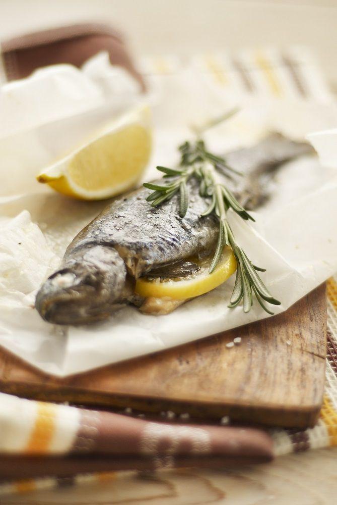 Geroosterde hele forel, gevuld met oesterzwam, prei, citroen en rozemarijn #gezond #food #lekker #vis #biologisch #haarlem