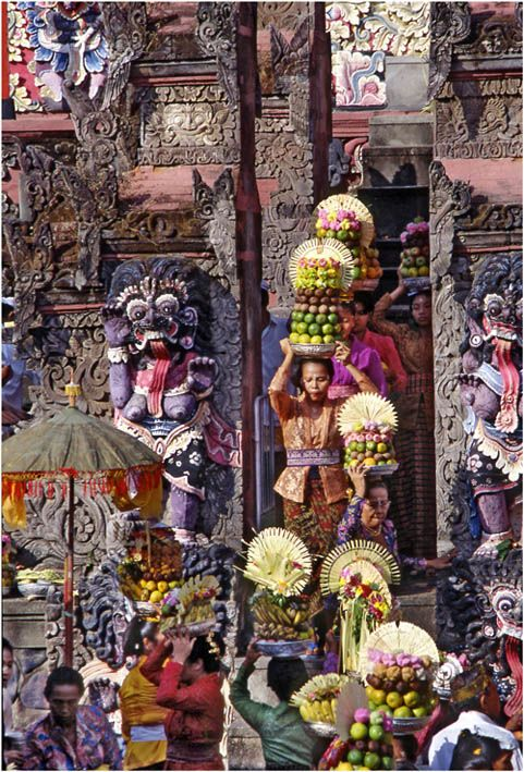 This picture was taken from the inside at the very moment when the women entered the temple from the typical narrow, balinese style entrance.
