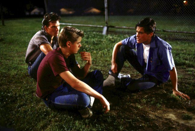 Still of Rob Lowe, Patrick Swayze and C. Thomas Howell in The Outsiders
