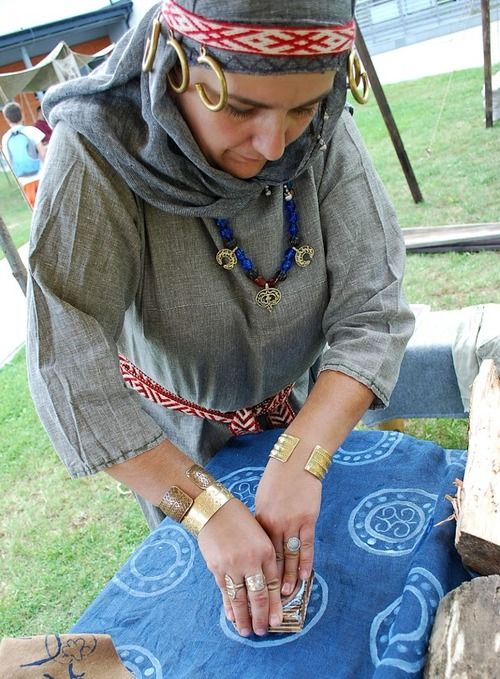 Slavic garment, Rus-influenced, c. 10th/11th century.
