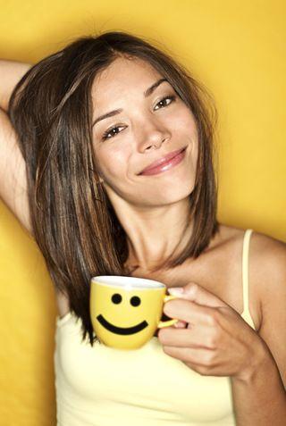 A kávé. Felkelés után a reggeli kómában sokaknak csak egyetlen világos gondolatuk van: kávét azonnal, lehetőleg intravénásan! Mások öntudatosan sorolják a kávé okozta veszedelmeket, és távol tartják magukat a fekete levestől (a kutatások még nem tárták fel, ők mitől maradnak életben). Kinek van igaza? Jelentős mennyiségű tudományos információ áttekintése után – ebben időnként segített az agyi aktivitást serkentő kávé – azt szűrtük le, kávét inni nem a szerveztünk ellen elkövetett bűn.