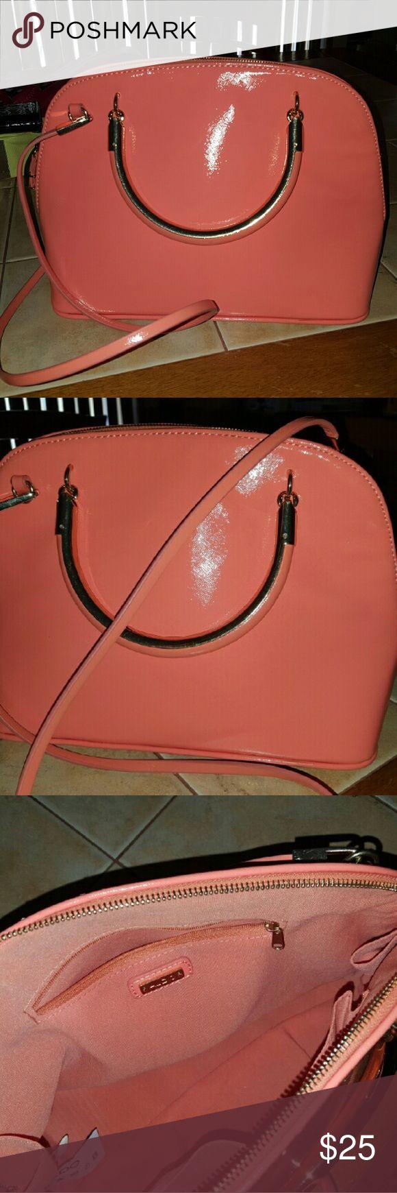 Aldo purse Beautiful Peach colored Aldo purse goes great with any outfit ****Bundle & save Aldo Bags