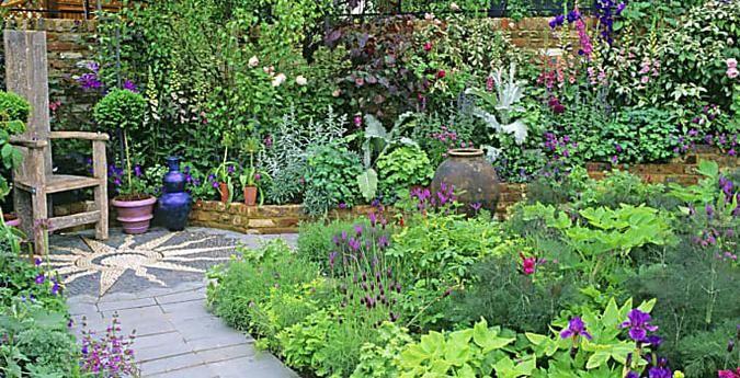 10 Tricks Fur Die Gestaltung Eines Kleinen Gartens Gartengestaltung Ideen Kleiner Garten Gartengestaltung