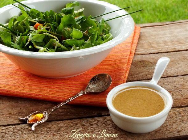 Questa vinaigrette è uno squisito condimento capace di rendere particolare anche la più banale delle insalate. Pronta in poche mosse, vi conquisterà!
