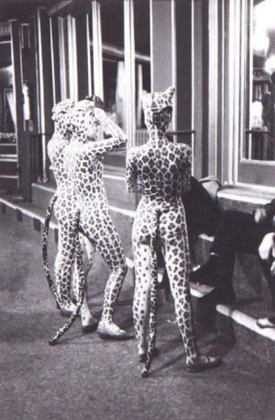 Edouard Boubat. Filles léopard, Paris 1952