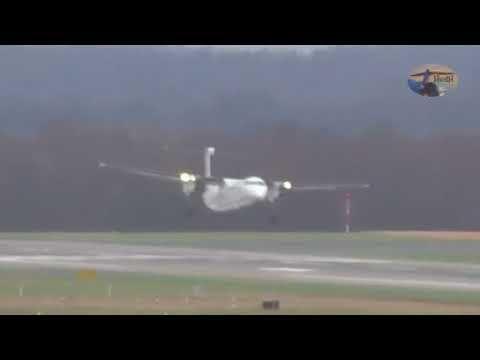 L'aereo si intraversa sulla pista per il vento, ma il pilota è bravissim...