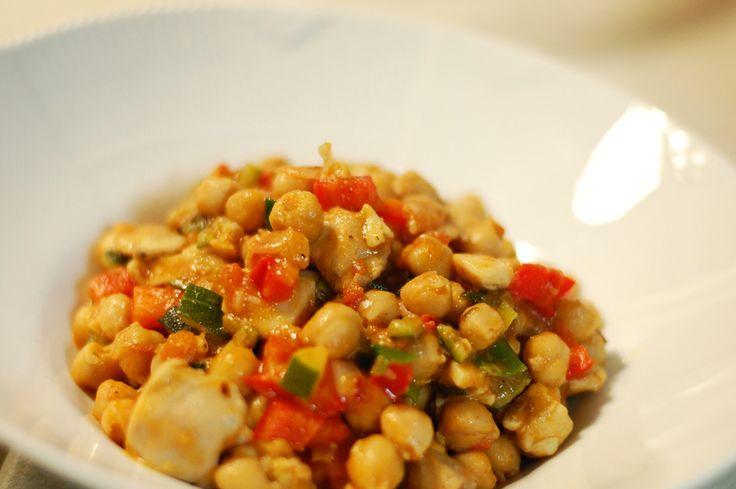 photo chickpeas-chicken-kylling-med-tomat-squash-zuccini-garlic-tomato-peberfrugt-koriander-opskrift-reciepe-kikaeligrter_zps77491c42.jpg
