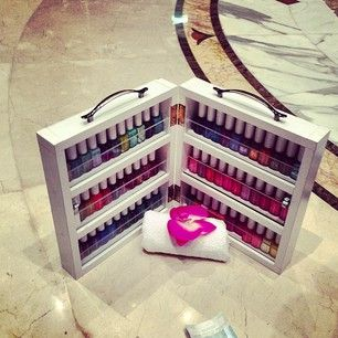 <3..I need to buy this nail polish traveling case!!