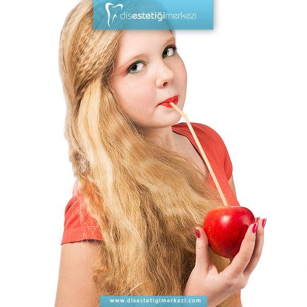 Sağlıklı gıdalar almaktan, özellikle meyve yemekten vazgeçmemelisiniz. Ayrıca dişin, asitle uzun süre temasından kaçınmalı ve asitli içecekleri pipetle tüketmeye dikkat etmelisiniz. #healthyteeth