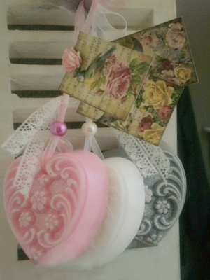 "Very nice soap chain ""Floral"" from la casa bella. with a big and heavy soap heart. Choice of rose/grey/white."