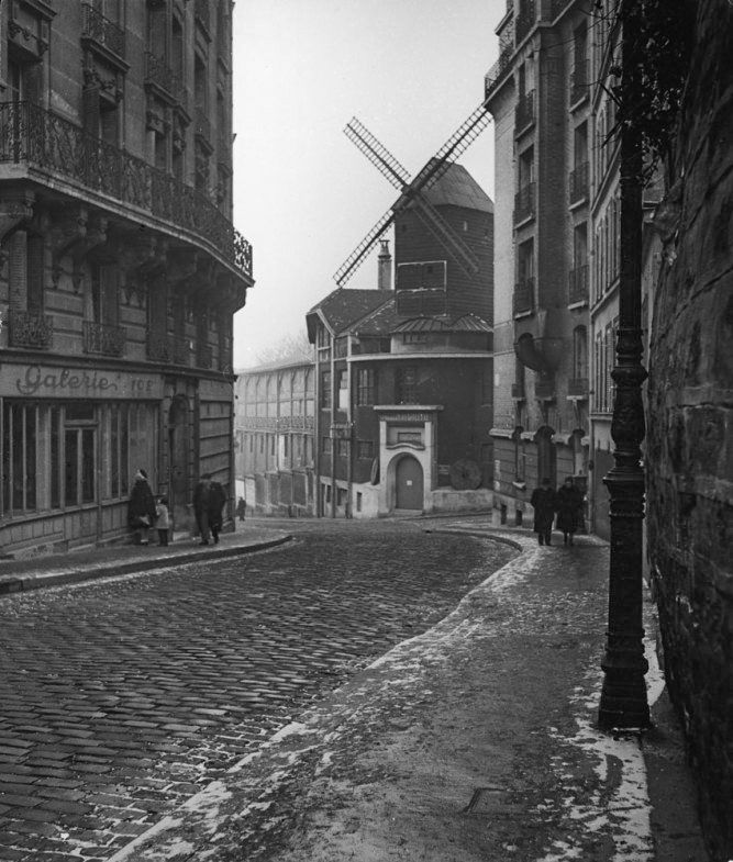 Moulin de la Galette Paris 1946 Photo: Edward Clark