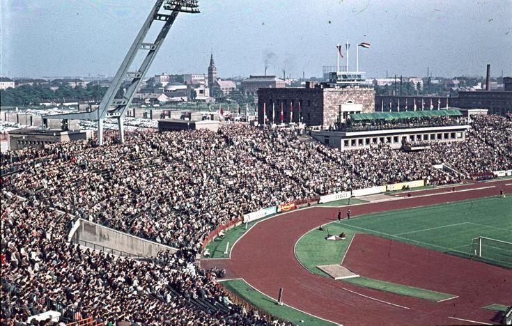 Magyarország-Ausztria (4:1) ifjúsági válogatott labdarúgó mérkőzés 1961. június 11-én (akkor még az ifjúsági meccsen is telt ház volt..)