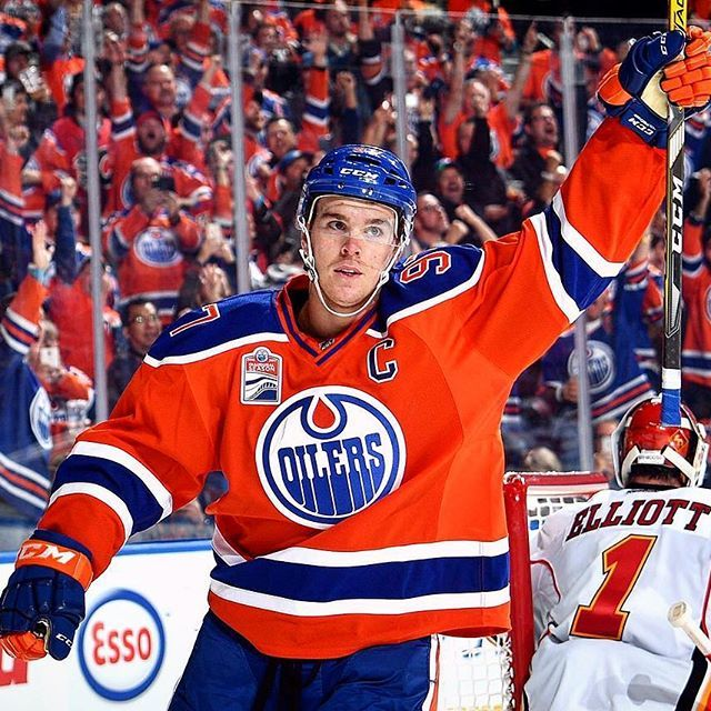 VICTORY! Captain Connor McDavid with two goals as the Oilers beat Calgary 7-4 to start the season! CGY vs EDM NHL Faceoff