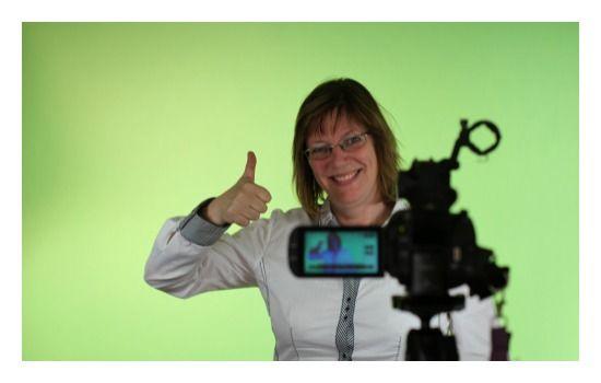 Greenscreen? Whitescreen? Blackscreen? I Studio BoosTalk kan du få filmet det meste!