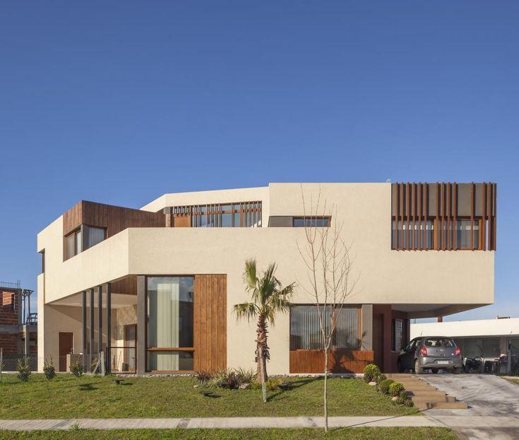 Quilmes. Obra del Estudio Córdova-Estévez, esta vivienda y sus autores proponen pensar la arquitectura escultórica como premisa conceptual y constructiva.