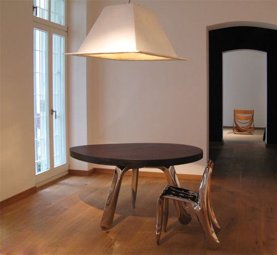 Zieta Limited table and chair