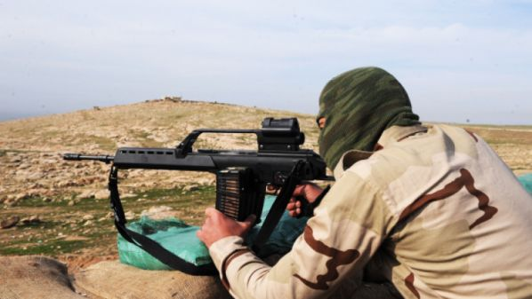 Lima warga sipil Suriah tewas oleh penembak jitu tak dikenal  MANBIJ (Arrahmah.com) - Lima warga sipil tewas pada Kamis (7/7/2016) sore termasuk dua anak dalam serangan oleh penembak jitu tak dikenal di kota Manbij timur Aleppo saat mereka berusaha untuk meninggalkan kota.  Sebuah keluarga beranggotakan lima orang termasuk dua anak dan dua perempuan tewas oleh penembak jitu tak dikenal saat mereka berupaya untuk keluar dari kota yang berada di bawah pemboman terus-menerus oleh pasukan…