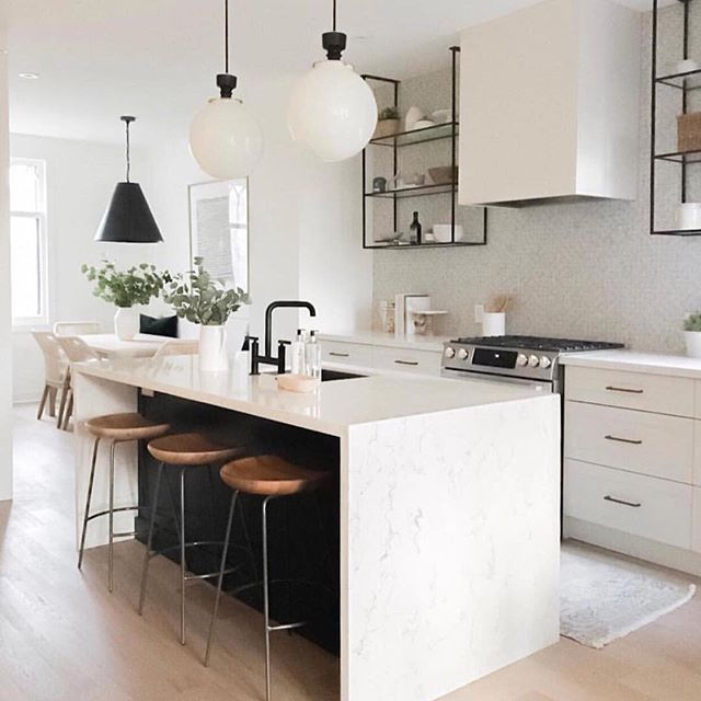 Happy happy Friday! Who wants to cook us up some dinner in a spot like this one?☝️(That open shelving though) Tell us: Do you cook on the weekends or just go out? What's your signature weekend dish? || photo by @coco.and.jack