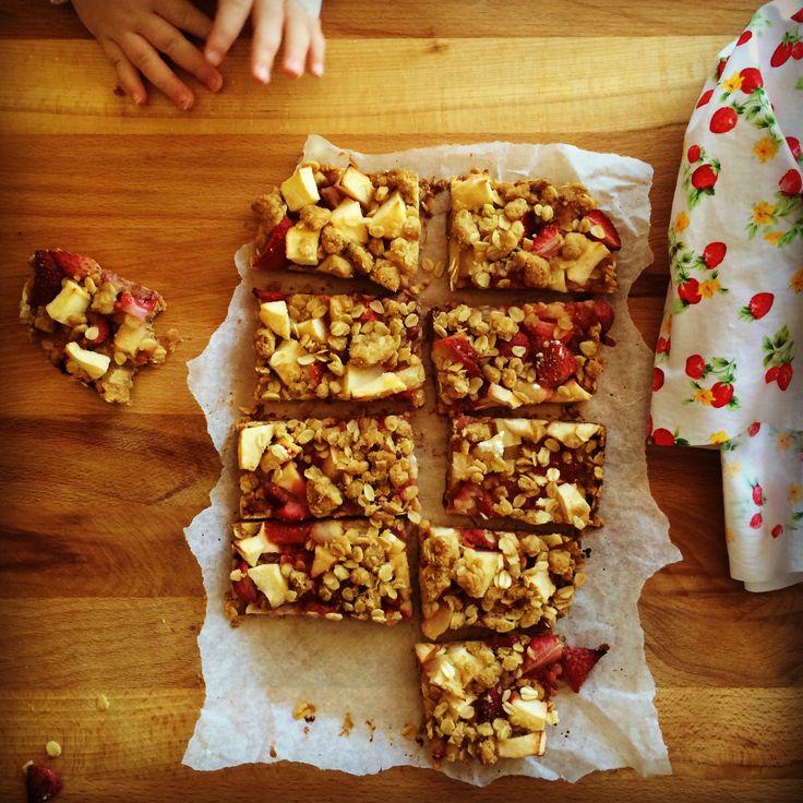 strawberry & apple oat crisp bars - my lovely little lunch box