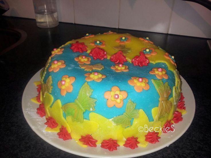 Marsepein taart met bosvruchtenvulling