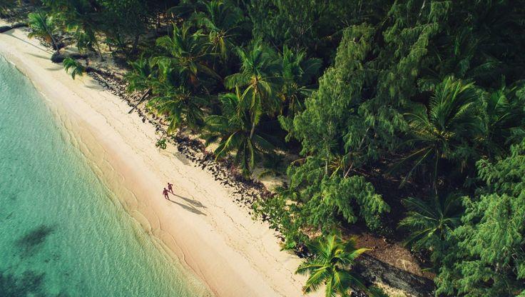 Afronta los problemas con una gran sonrisa. Fan de la estrategia del despiste y la travesura. De qué sirve enfadarse?. En ocasiones hay que tomarse la vida como un juego   #playa #beach #drone #mar #sea #republicadominicana #dominicanrepublic #paisaje #seascape // Fot.: V. Valkov