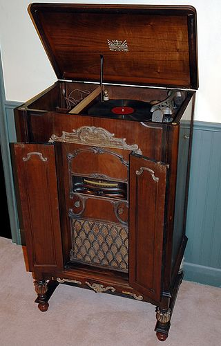 Radio and record player console