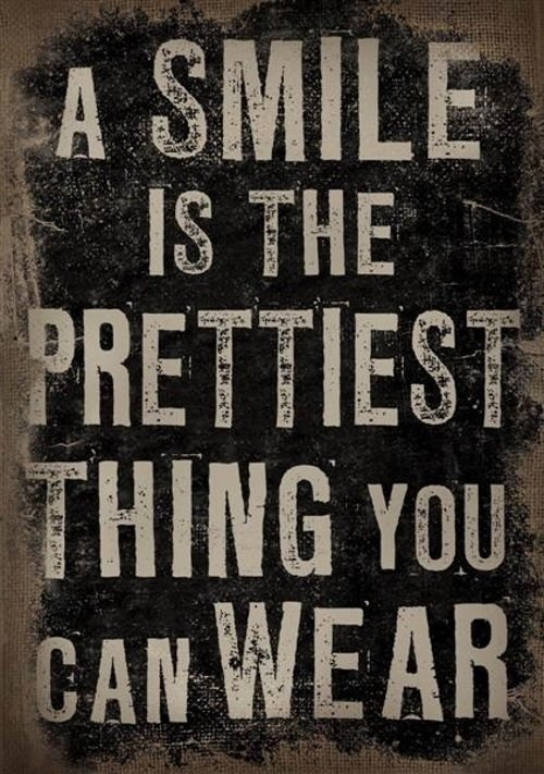 Bord - walk in closet - the most prettiest thing you can wear is a SMILE