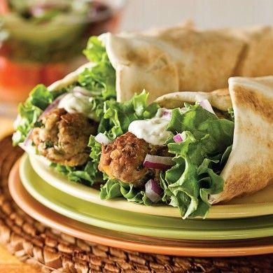 Pitas de porc haché, sauce à l'ail - Recettes - Cuisine et nutrition - Pratico Pratique