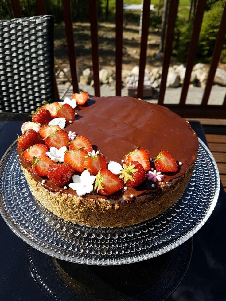 Kesäinen mansikkajuustokakku / Starwberry cheesecake at summer