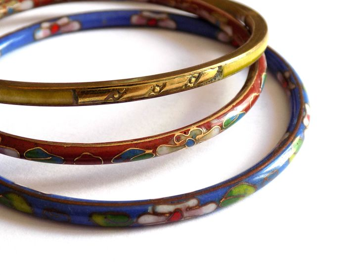 Set of three vintage cloisonne bangle bracelets that can be stacked for a Bohemian effect. Enamel floral decoration and inlay.  Red: inner diameter of 6 cm (2.3 inches) Blue: inner diameter of 6.6 cm (2.5 inches) Green: inner diameter of 6.6 cm (2.5 inches)  Ready to send.